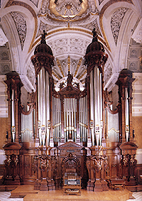 Gothic Bedroom Furniture >> American Gothic Revival and Victorian Styles