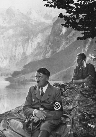 http://pages.uoregon.edu/klio/im/nazi-art/hitlerobersee.jpg